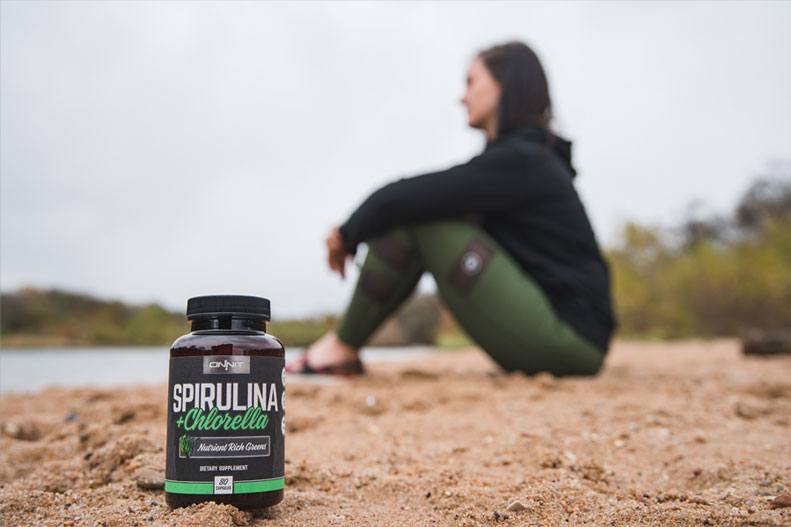 athlete-in-nature-with-spirulina-and-chlorella